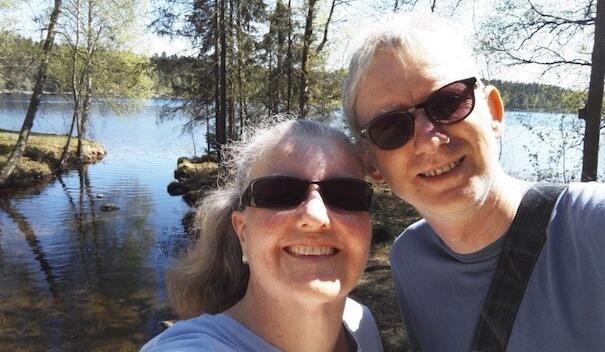 Bilde av Marit og Willy på skogstur